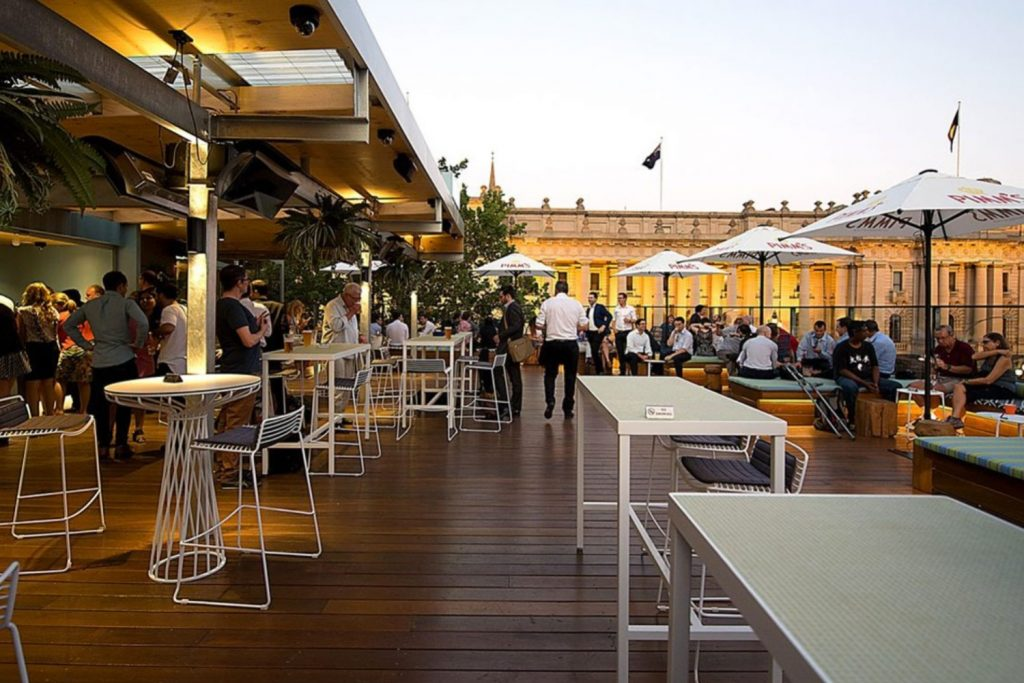 bars pubs outdoor dining